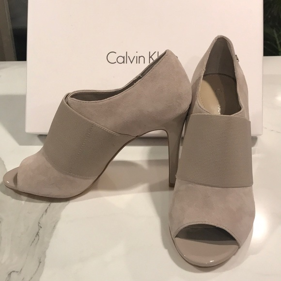 f9fb8d99ca5 BNIB Calvin Klein Suede Stretch Shandy High Heel